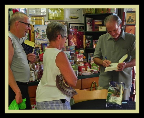 Happy Readers at Macomber's Book Signing Event / Sunshine Booksellers on Marco Island